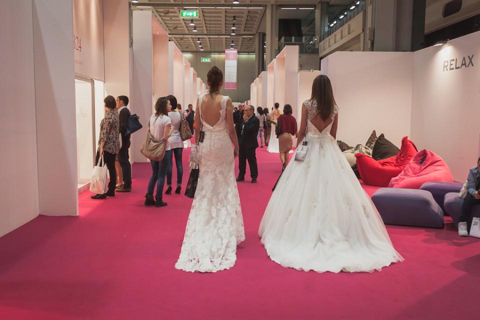 Brautkleider mit Schleppe | Hochzeitskleid mit Schleppe