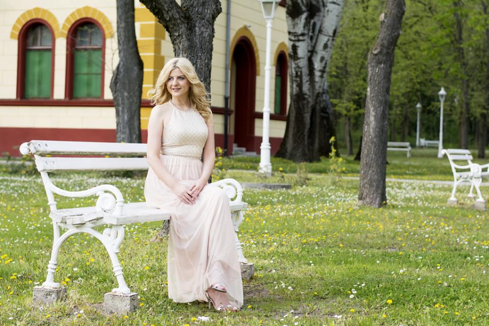 Silberhochzeitskleider Das Richtige Kleid Für Die Silberhochzeit
