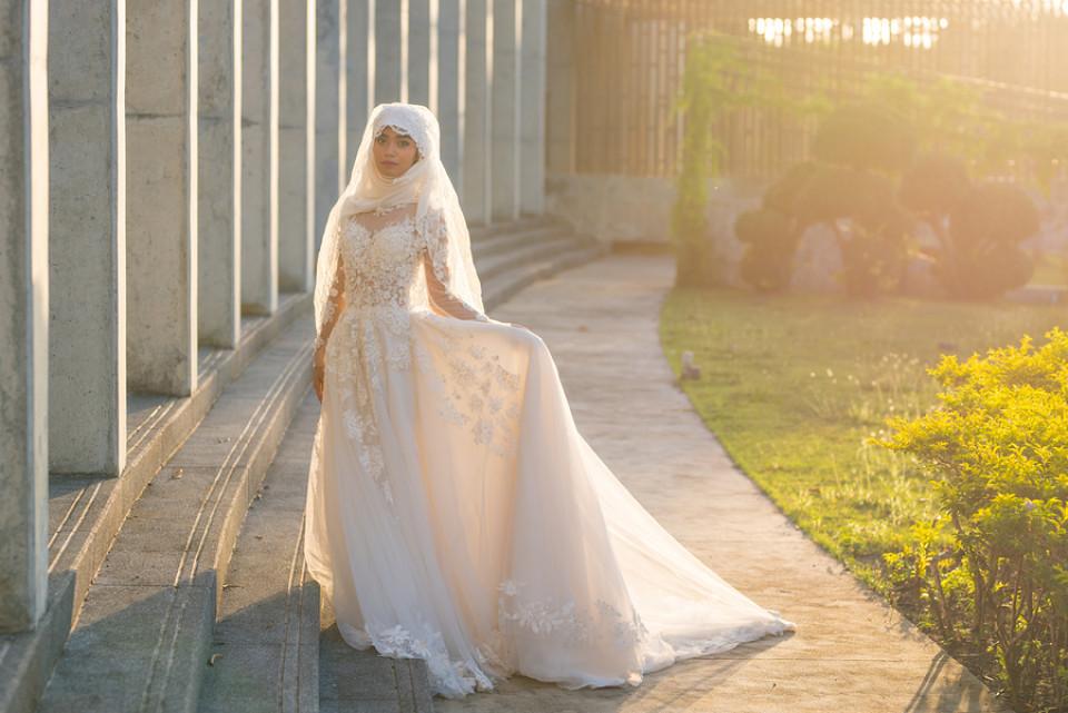 Arabische Hochzeitskleider | Bunte und weiße orientalische Brautkleider