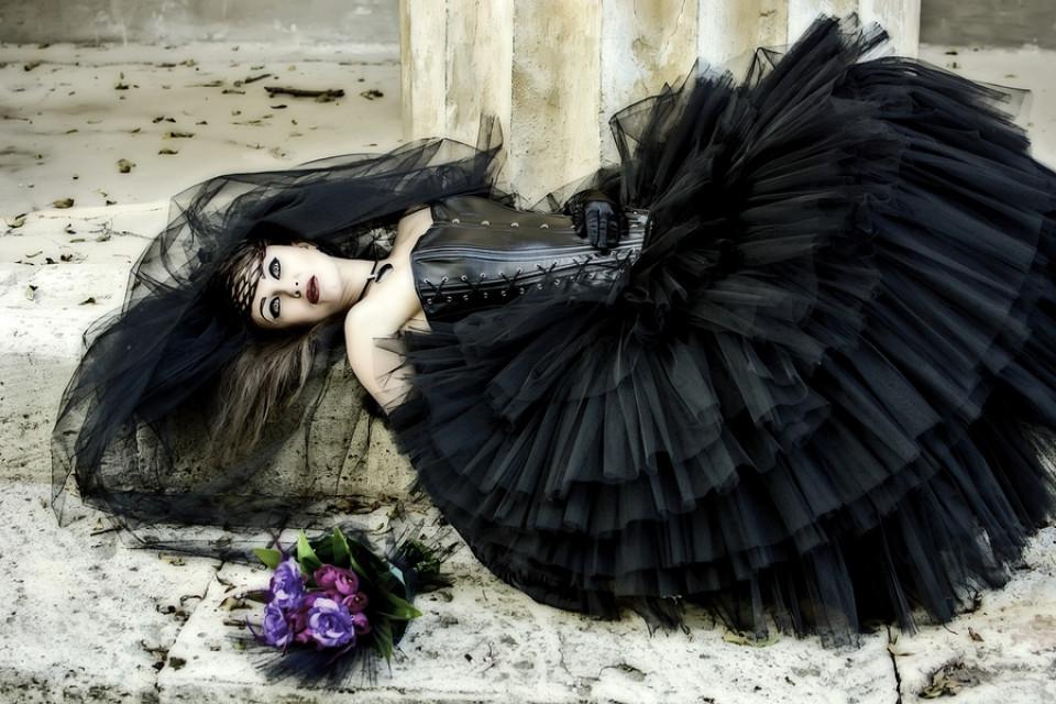 Gothic Brautkleider  Finsteres Brautkleid für die Hochzeit